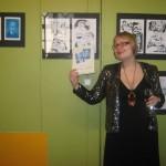 Madame Laitinen esittelee uunituoretta albumiaan.