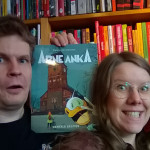 Petteri ja Maijastiina esittelevät Mentala selfies -albumin kansikuvaa yhteisselfiessään